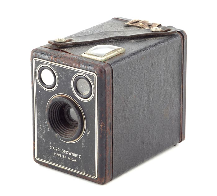 Camera, 1946-1957, England, by Eastman Kodak Company. Gift of Mrs W G Conroy, 1999. CC BY-NC-ND licence. Te Papa (GH009092)