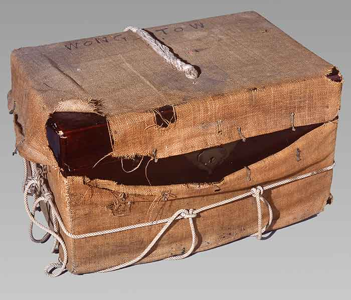 Trunk, circa 1900, China, maker unknown. Gift of Mr Bing Wong, 1995. CC BY-NC-ND licence. Te Papa (GH004850/2)