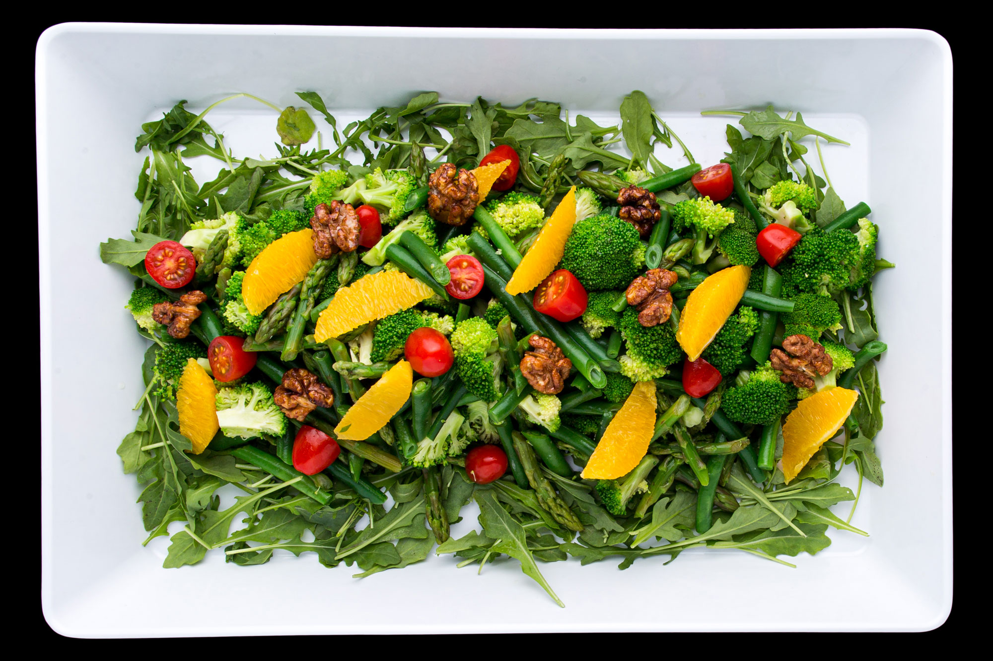 Green salad with broccoli and orange slices