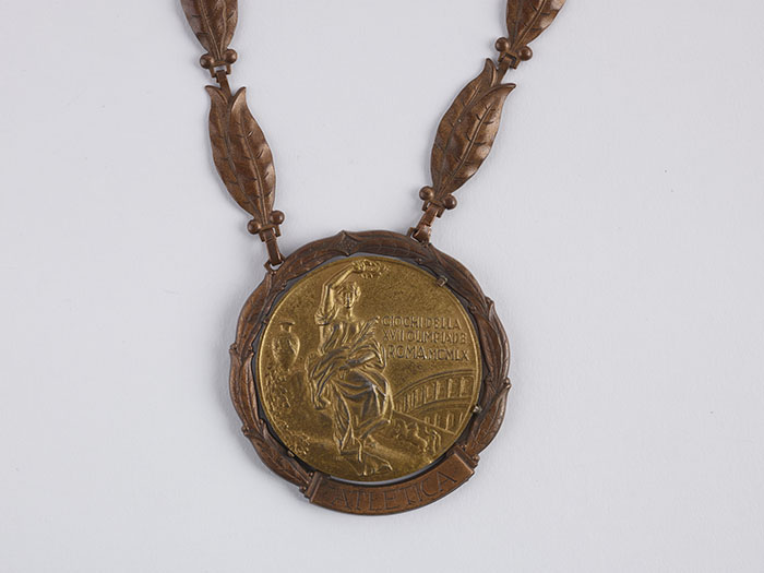 Peter Snell's gold medal from Rome