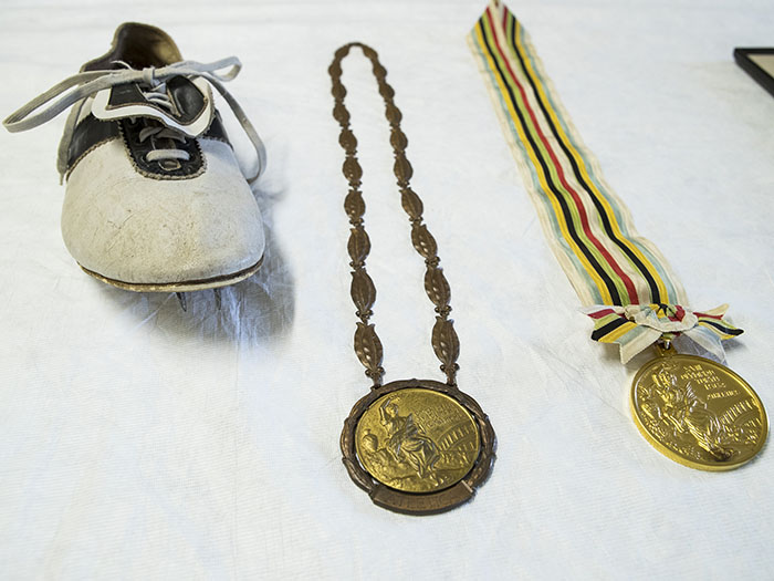 Peter Snell's shoe and two gold medals