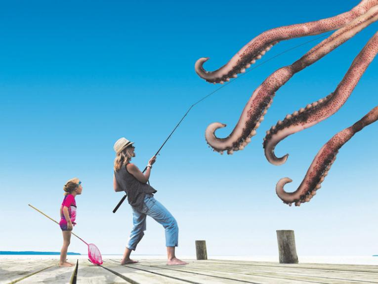 A family fishing reel in a colossal squid