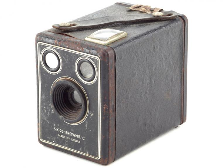 Camera, 1946-1957, England, by Eastman Kodak Company. Gift of Mrs W G Conroy, 1999. CC BY-NC-ND licence. Te Papa (GH009092)