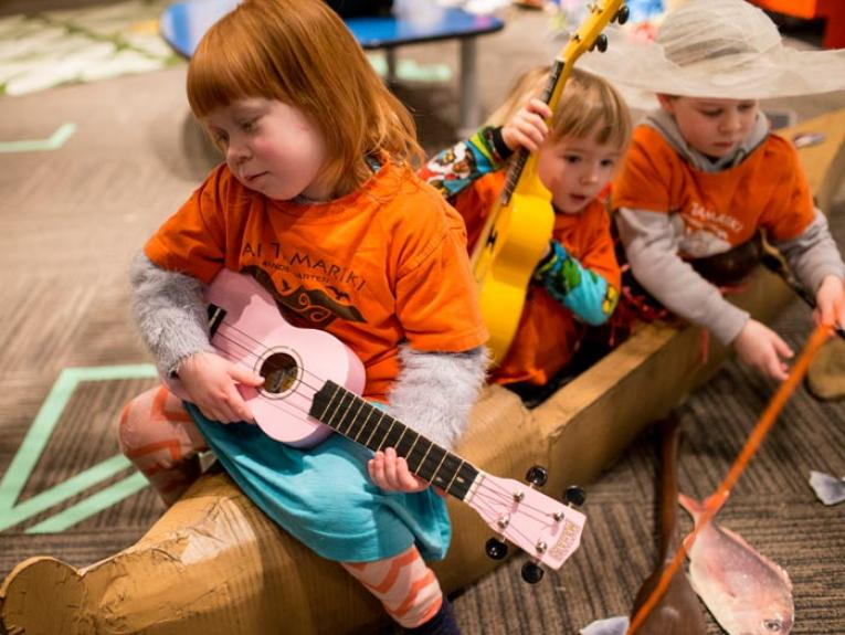 Early childhood visit to PlaNet Pasifika, 2015. Photograph by Michael Hall. Te Papa.