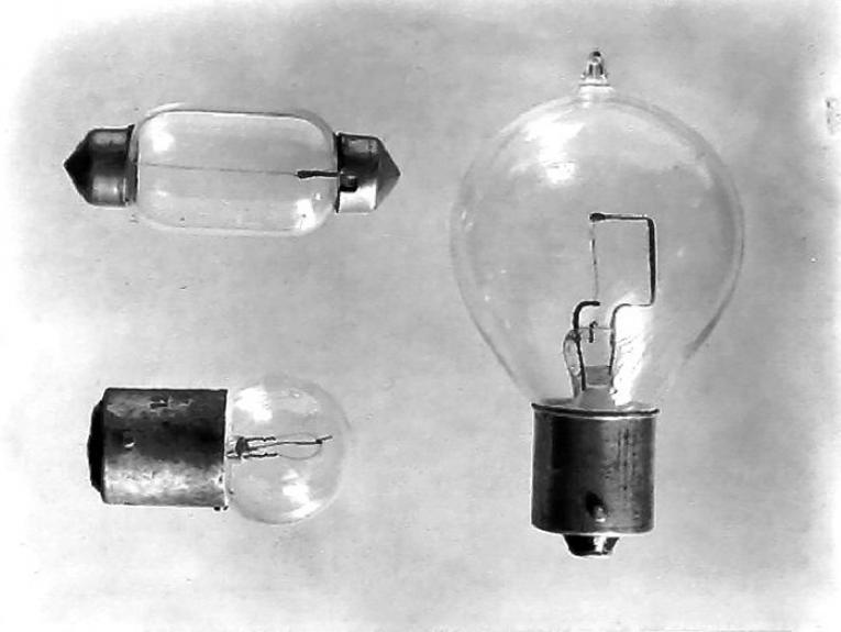 Lightbulbs - Publicity photograph for Philips New Zealand Limited, 1931-1940, Wellington, by Ken Niven, Gordon H. Burt Ltd. Te Papa (C.002340)