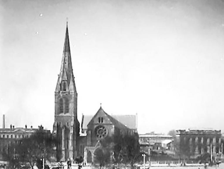 Cathedral Square, Christchurch, circa 1905, New Zealand, by Muir & Moodie studio, maker unknown. Te Papa (C.011450)