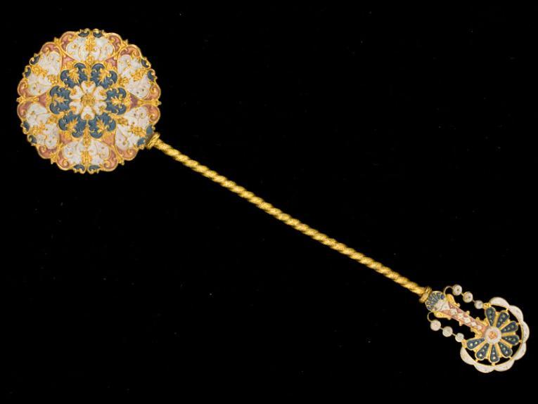 Gold ornate teaspoon