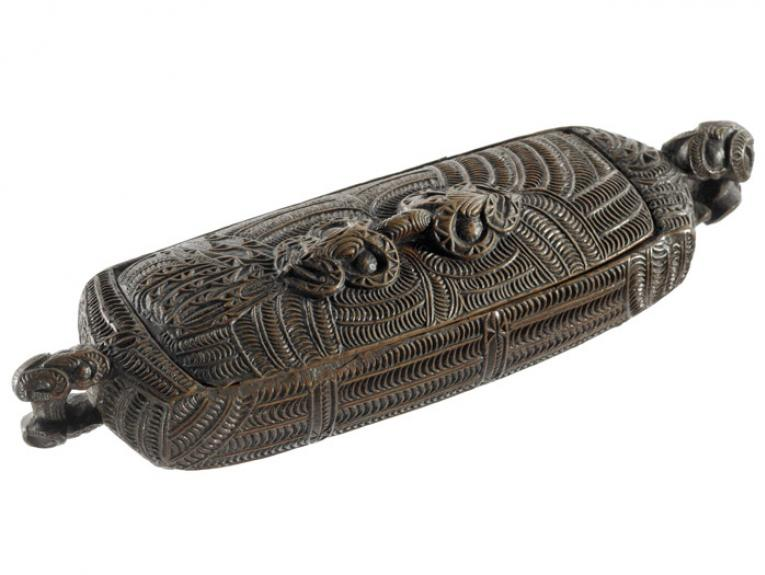 Wakahuia (treasure box), 1800-1900, New Zealand, maker unknown. Oldman Collection. Gift of the New Zealand Government, 1992. Te Papa (OL001061)