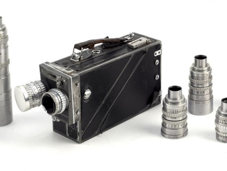 Movie camera, about 1950, by Eastman Kodak Company. Gift of the National Film Unit, 1990. CC BY-NC-ND licence. Te Papa (TP000106/2)