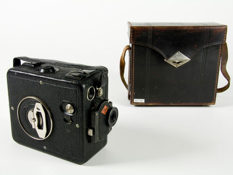 Movie camera with case, 1928, Germany, by Agfa. Purchased 1999 with New Zealand Lottery Grants Board funds. CC BY-NC-ND licence. Te Papa (GH007814)
