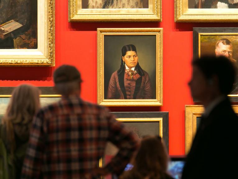 Visitors in Toi Art