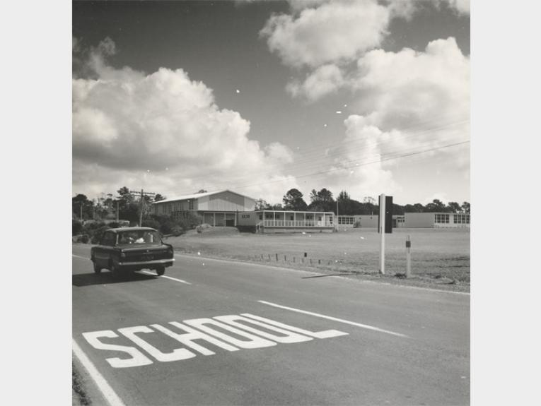 Waihi School scenes, 1960s, Waihi, by Eric Lee-Johnson. Purchased 1997 with New Zealand Lottery Grants Board funds. © Te Papa. CC BY-NC-ND licence. Te Papa (O.009576)