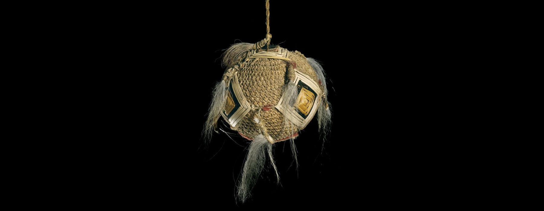 A very rare type woven in muka (flax fibre) with a technique called knotless netting. It is called a poi awe, due to the presence of the dog-hair awe (tassles) attached as decoration.