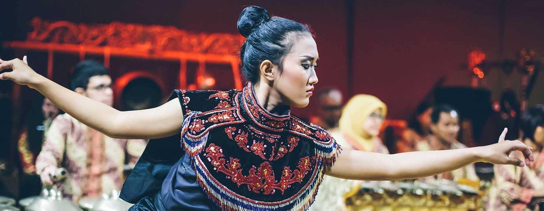 A lady performing a Sesaji Dance