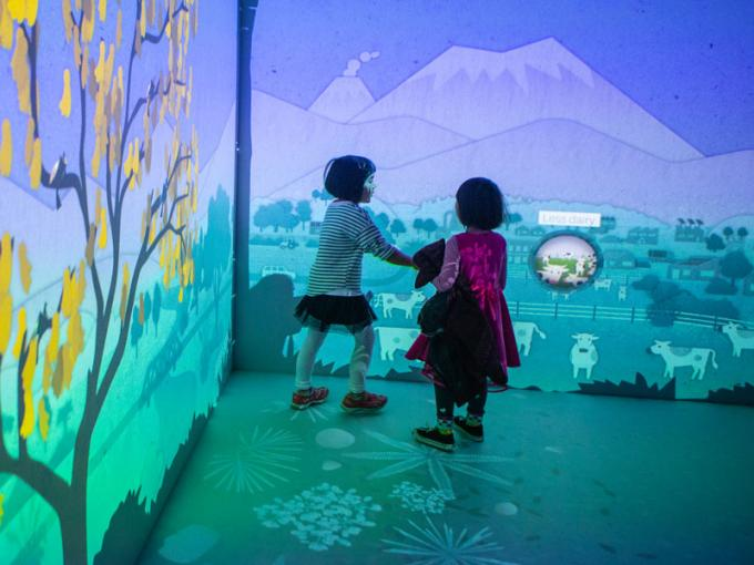 Children play in a interactive digital space