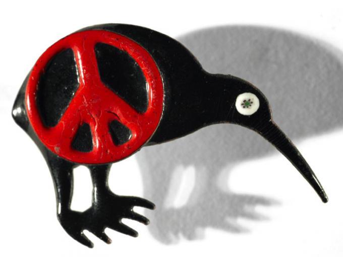 Nuclear-free kiwi badge