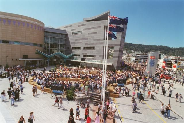 Te Papa opening day in 1998