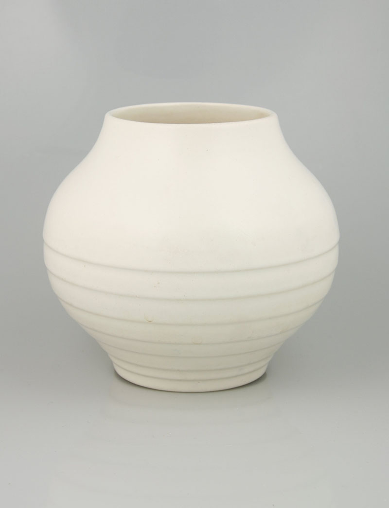 Crown Lynn vase by Ernest Shufflebotham